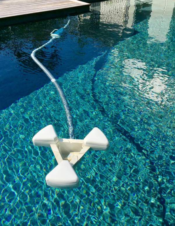 Pool skimmer in swimming pool